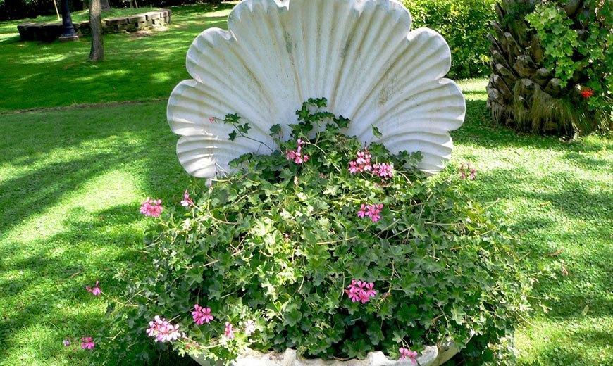 Корзина для цветов в виде ракушки