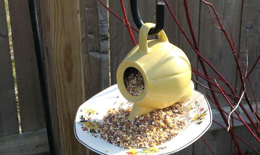 Кормушка-чайник для птиц