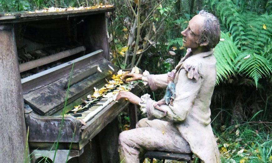Скульптура пианиста из терракоты