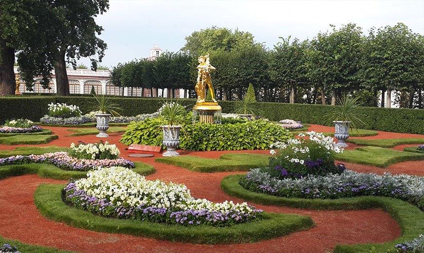 Садовый фонтан в Петергофе