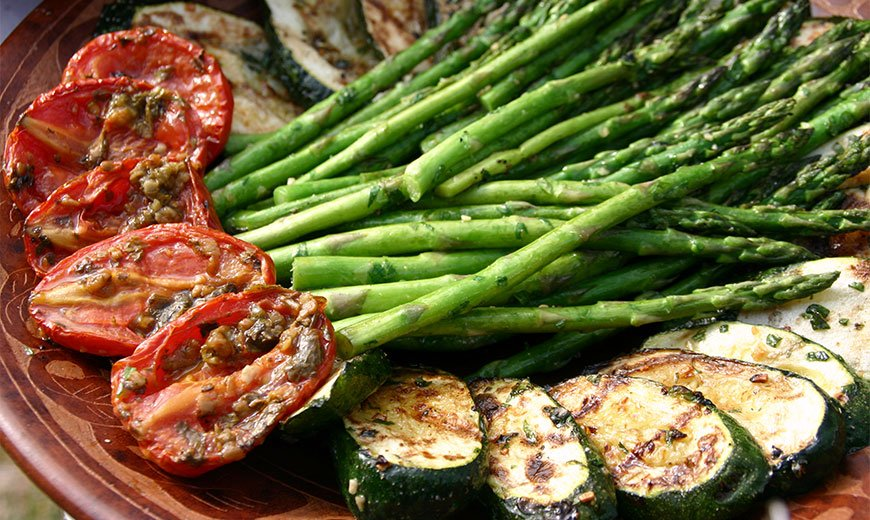 Спаржа с овощами