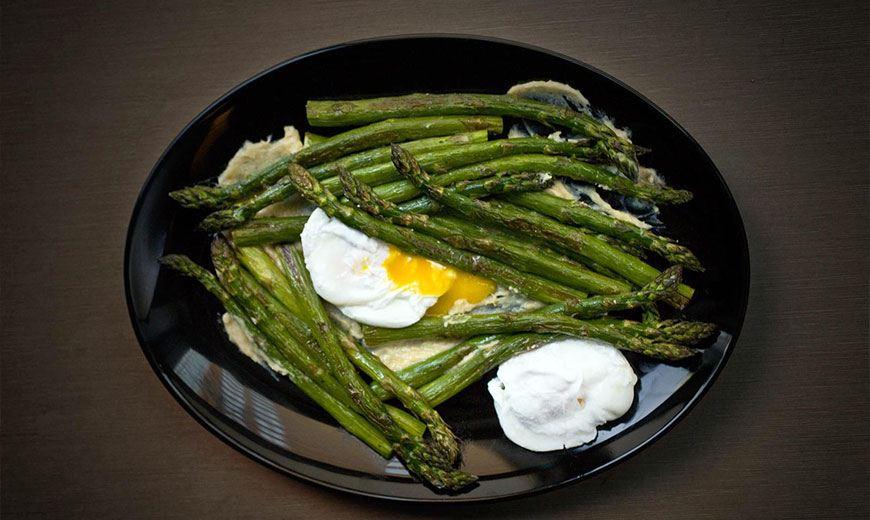 Спаржа с яйцами