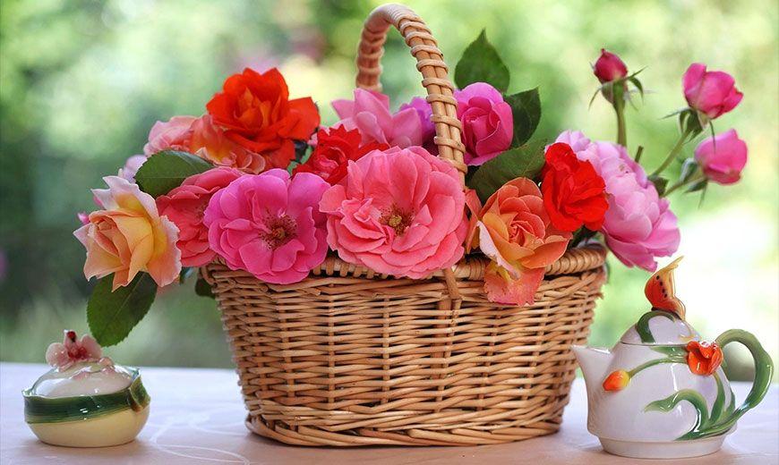 Милая корзина с цветами