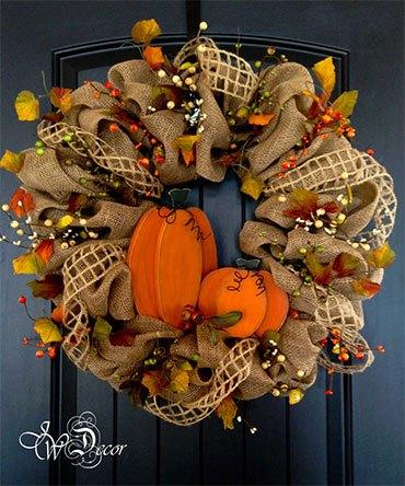 Осенний вязанный венок