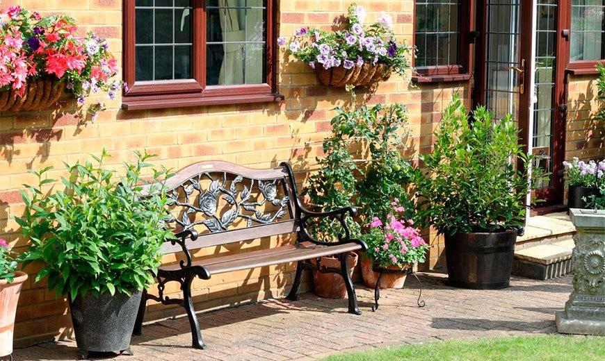 Парадные садовые скамейки