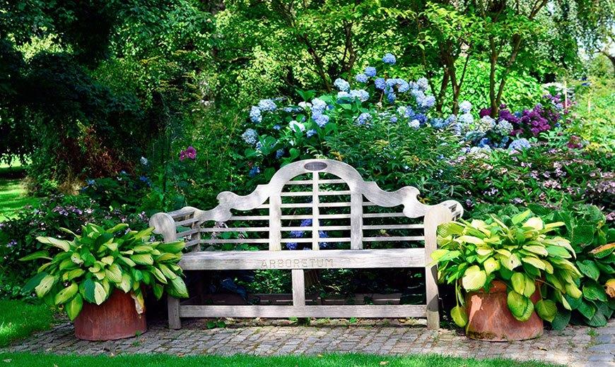 Садовая скамейка для отдыха