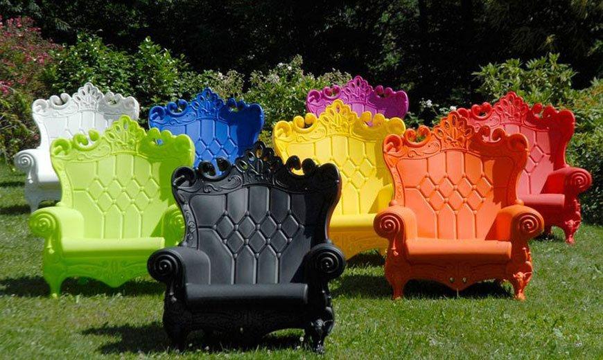 Пластиковые скамейки