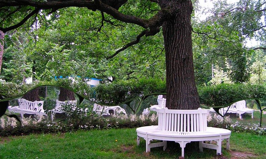 Круглая деревянная скамейка